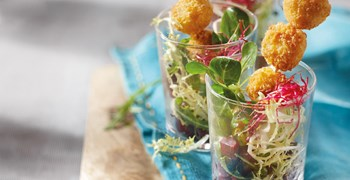 Salad variation with Philadelphia® Crispy Snacks and beetroots